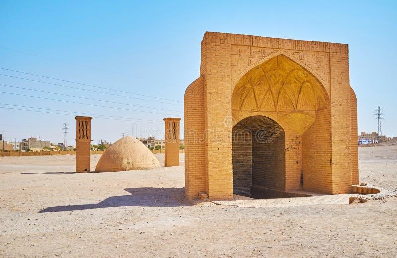 Innaffi l'immagazzinamento nel ghiaccio e del cisterna nel sito archeologico di Dakhma, Yaz fotografia stock libera da diritti