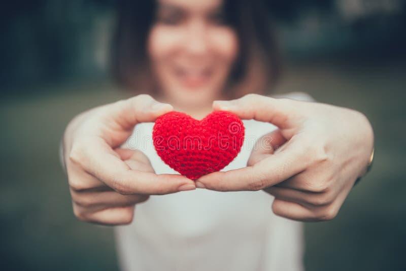 Innamorato di amore nel concetto romantico delle donne teenager fotografie stock libere da diritti