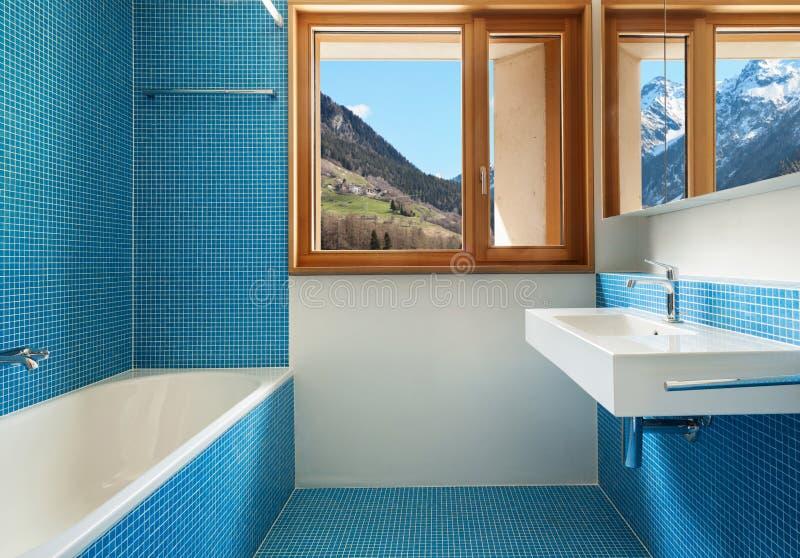 Innen-, blaues Badezimmer stockfoto. Bild von blau, architektur ...