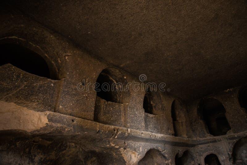 Innen, Raum innerhalb der Höhle Selime-Kloster in Cappadocia, die Türkei Grüner Ausflug lizenzfreie stockfotografie
