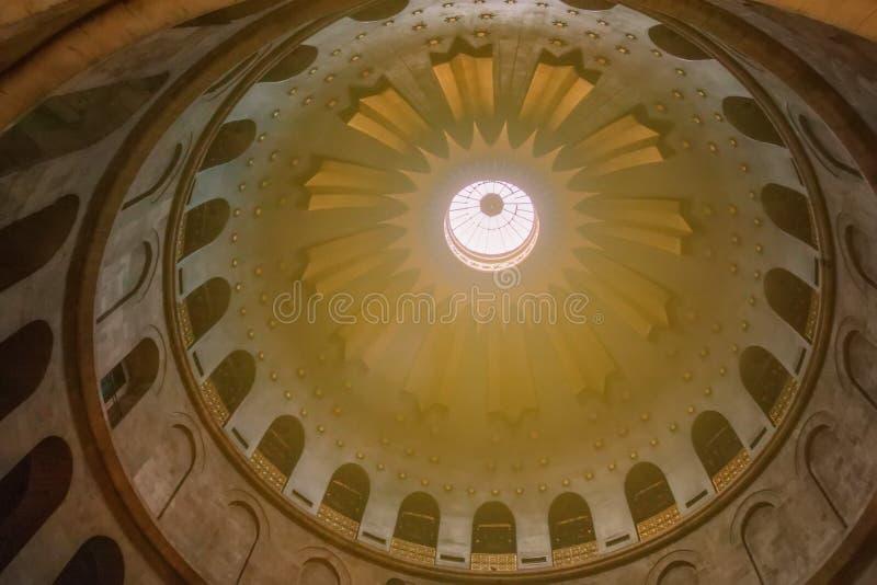 Innenansicht der Haube an der Kirche des heiligen Grabes stockbilder
