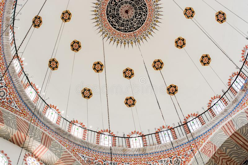 Innenansicht der Haube in der Osmanearchitektur lizenzfreie stockfotografie