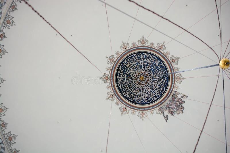 Innenansicht der Haube in der Osmanearchitektur stockfotos
