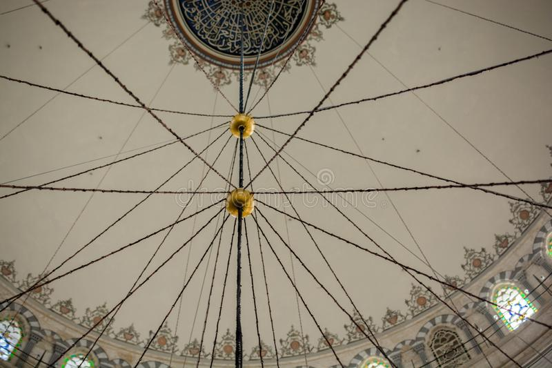 Innenansicht der Haube in der Osmanearchitektur lizenzfreie stockbilder