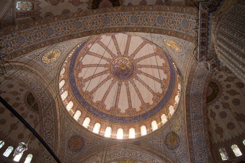 Innenansicht der Haube in der Osmanearchitektur stockbild