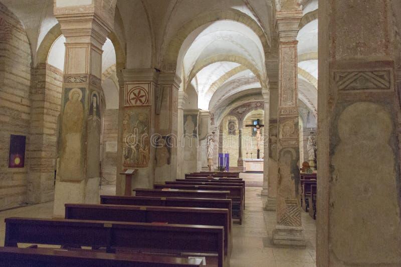 Innenansicht der unteren Kirche San Fermo Maggiore in Verona, Venetien, Italien lizenzfreies stockfoto