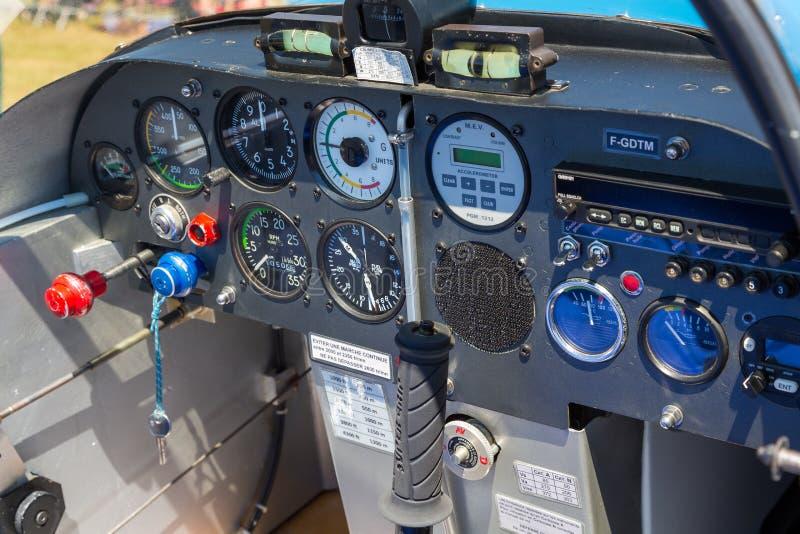 Innenansicht des kleinen flachen Cockpits stockfoto