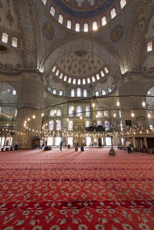 Innenansicht und Decke von Sultan Ahmed Mosque riefen auch Blue Mosque in Istanbul, die Türkei an stockfotos
