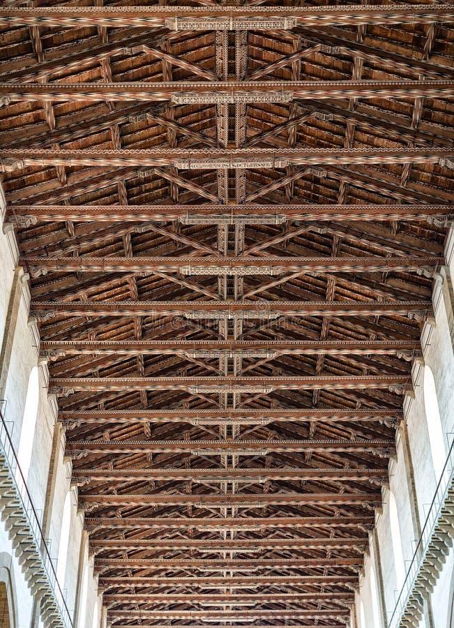 Innenansicht von Basilika-De Sante Croce stockbild