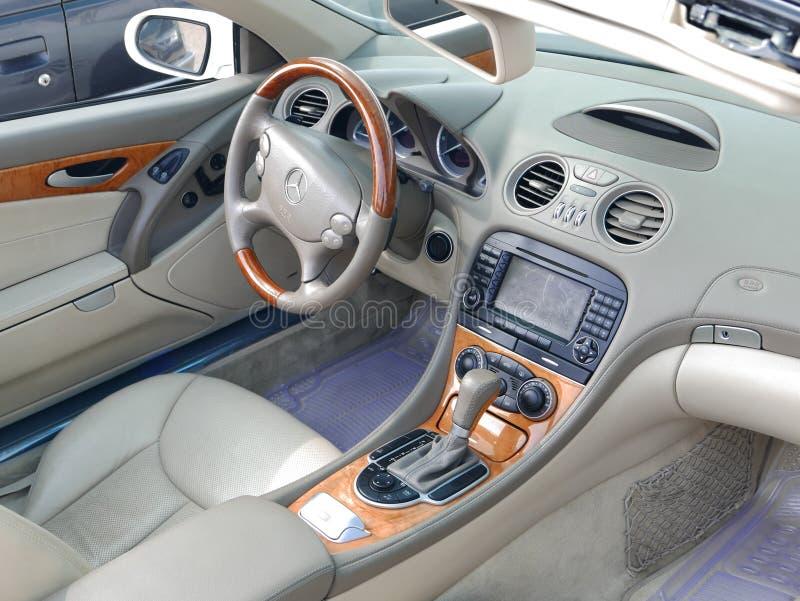 Innenansicht von Mercedes-Benz SL550 in Lima lizenzfreie stockfotos