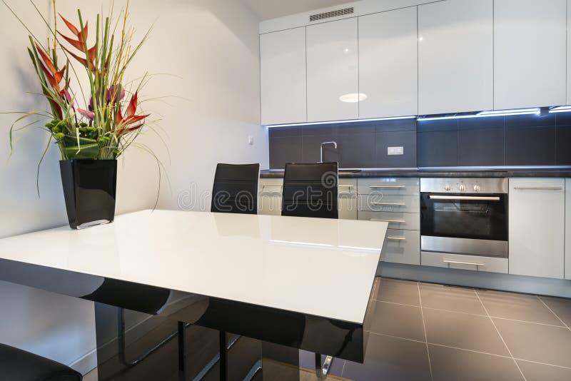 Innenarchitektur der modernen Küche stockfoto