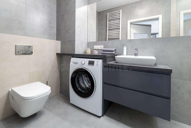 Innenarchitektur des modernen Badezimmers stockfotos