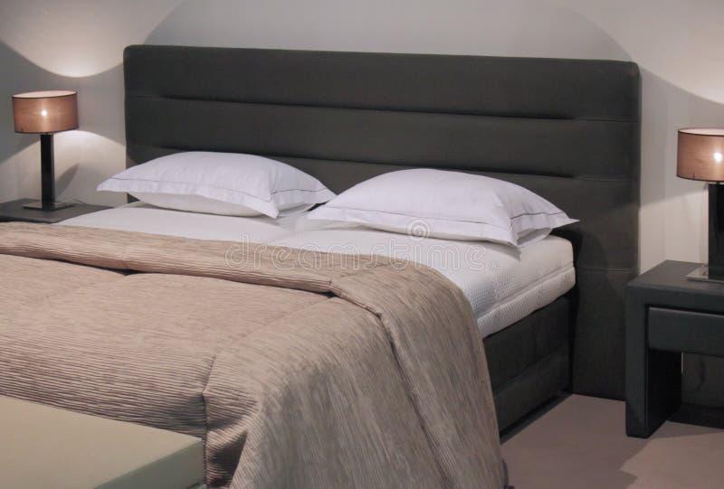 Innenarchitektur des modernen Schlafzimmers. stockbild