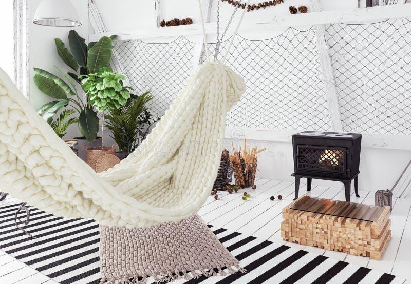 Innenarchitekturidee des Dachbodens mit Hängematte, skandinavische boho Art stockfotografie