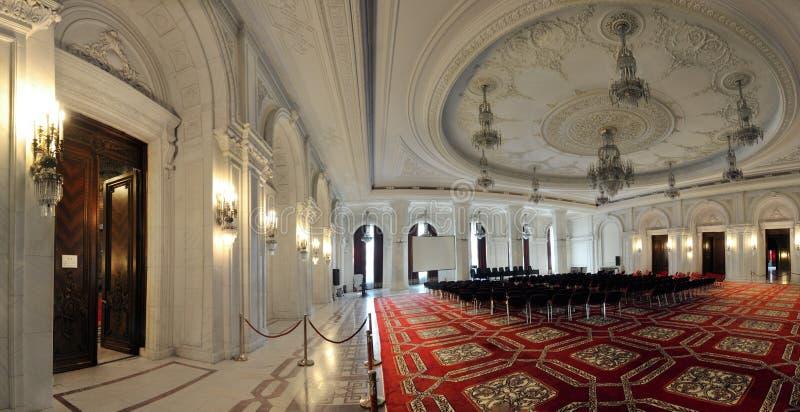 Innenaufnahme mit dem Palast des Parlaments stockbild
