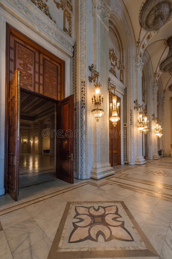 Innenaufnahme mit dem Palast des Parlaments stockfoto