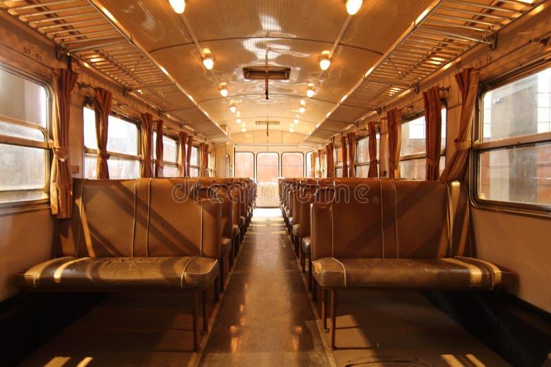 Innenbahnpersonenbeförderung, ohne Passagiere lizenzfreies stockbild