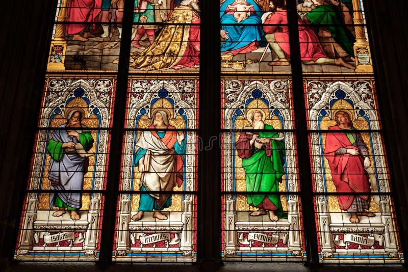 Innenbuntglasmalerei in Köln-Kathedralen-Kirche Koeln Dom lizenzfreie stockfotografie