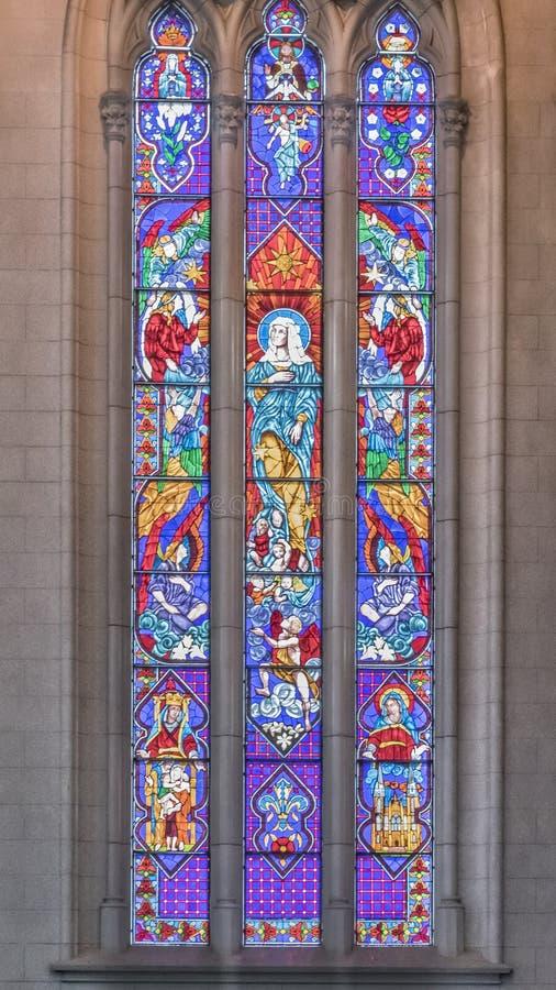 Innendetail-Ansicht der gotischen Neokirche lizenzfreie stockfotografie