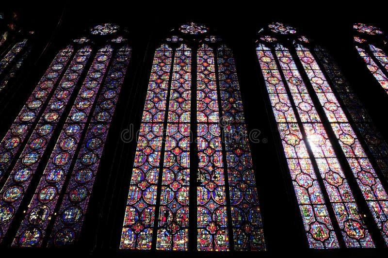 Innenlandschaft der großen Kathedrale mit Oberlicht stockbilder