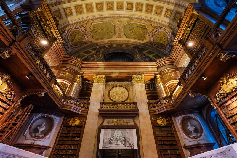 Innenraum der österreichischen Nationalbibliothek lizenzfreies stockbild