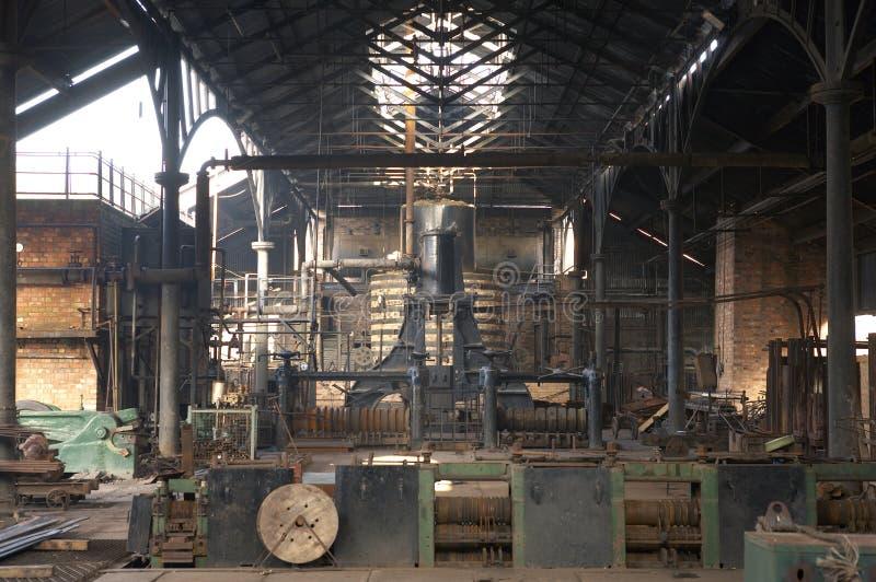 Innenraum der alten Fabrik lizenzfreie stockfotografie