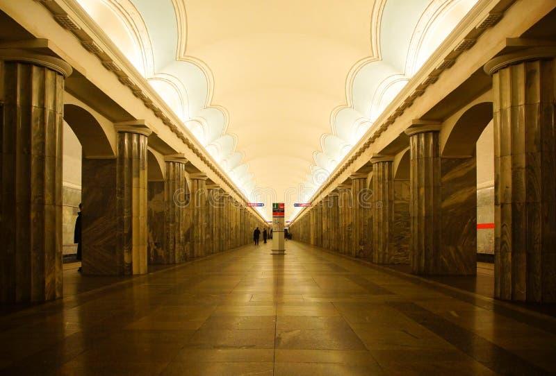 Innenraum der Baltiyskaya-Metrostation lizenzfreie stockbilder