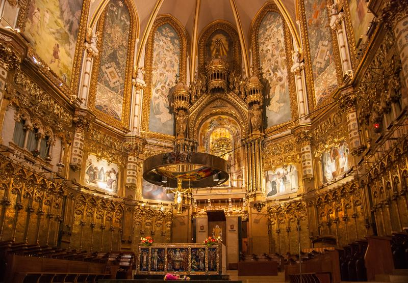 Innenraum der Basilika an Montserrat oder an der Kirche bei Montserrat Monastery, Katalonien, Spanien lizenzfreie stockfotografie