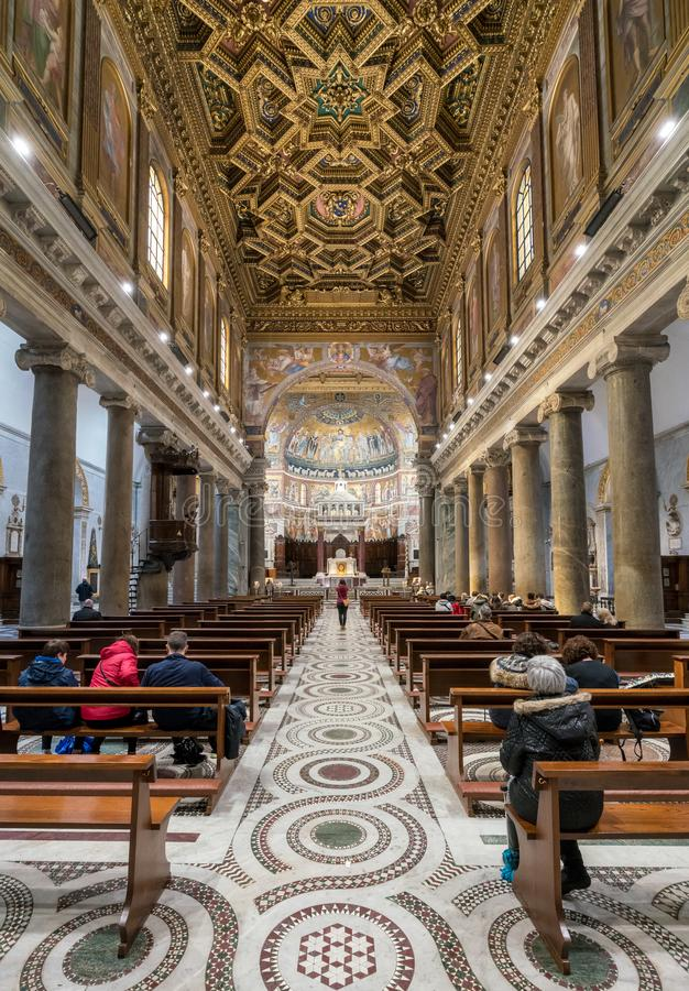 Innenraum der Basilika von St Mary in Trastevere stockfoto