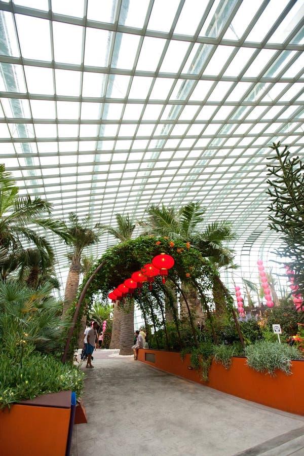 Innenraum der Blumen-Haube in den Gärten durch die Bucht, SINGAPUR stockbild