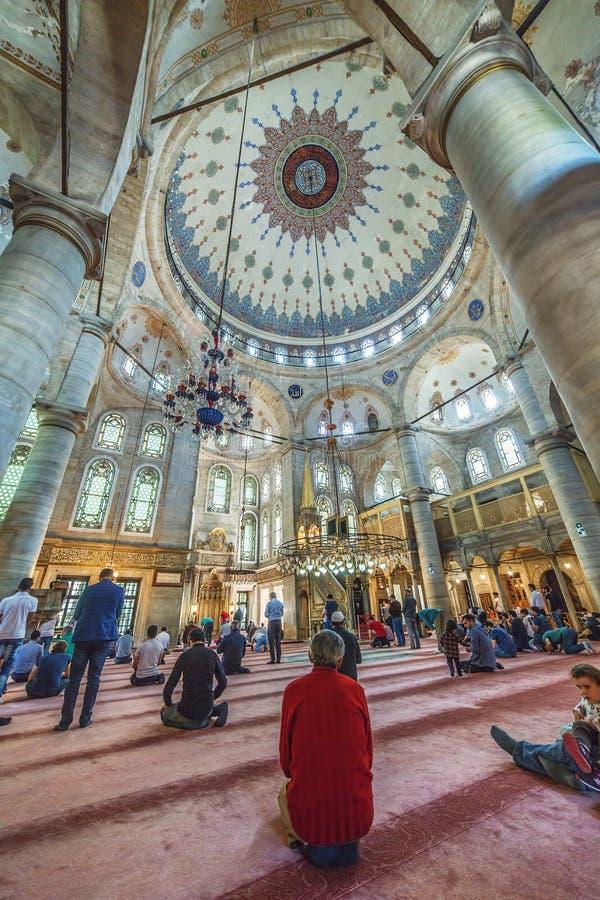 Innenraum der Eyup-Sultansmoschee lizenzfreie stockfotos