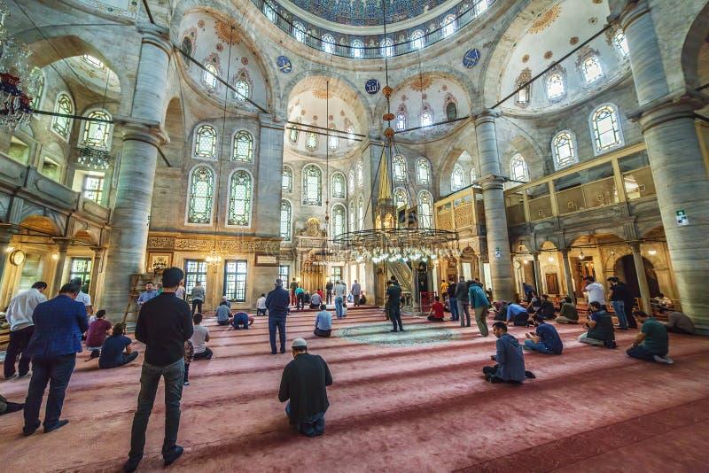 Innenraum der Eyup-Sultansmoschee stockfotografie