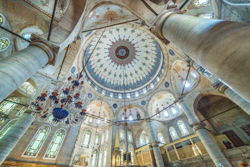 Innenraum der Eyup-Sultansmoschee lizenzfreies stockfoto