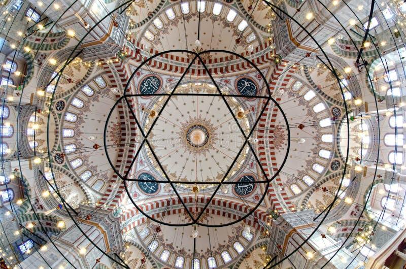 Innenraum der Fatih Moschee in Istanbul stockfoto