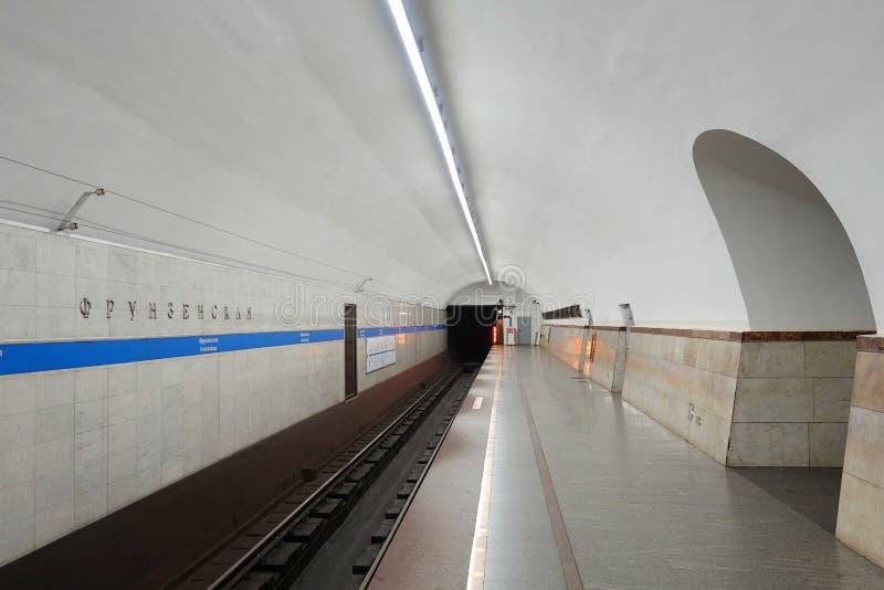 Innenraum der Frunzenskaya-Metrostation stockbild