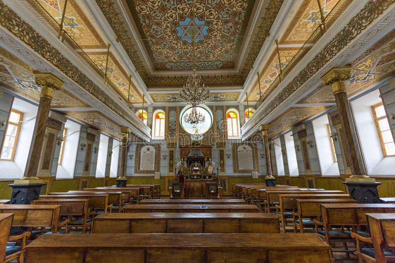 Innenraum der großen Synagoge in Tiflis, Georgia stockfotos