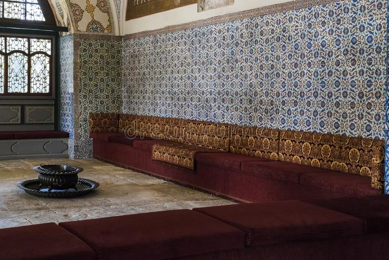 Innenraum der Halle der Sitzungen von der Osmaneregierung Diva stockbild
