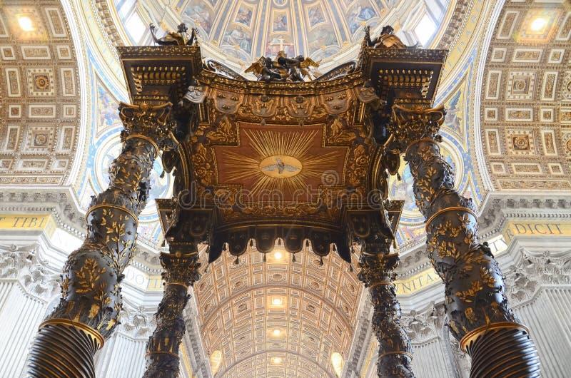 Innenraum der Heiligespeter-Kathedrale in Vatican stockfotografie