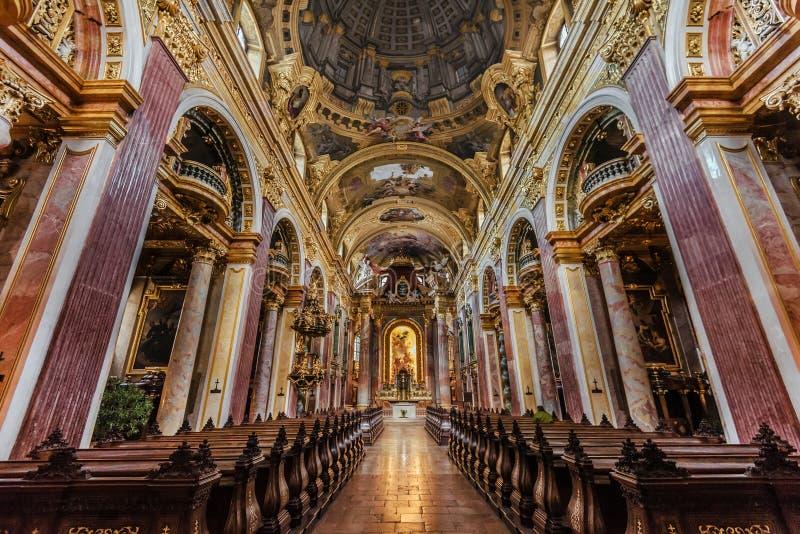Innenraum der Jesuit-Kirchen-alias Hochschulkirche lizenzfreie stockfotografie