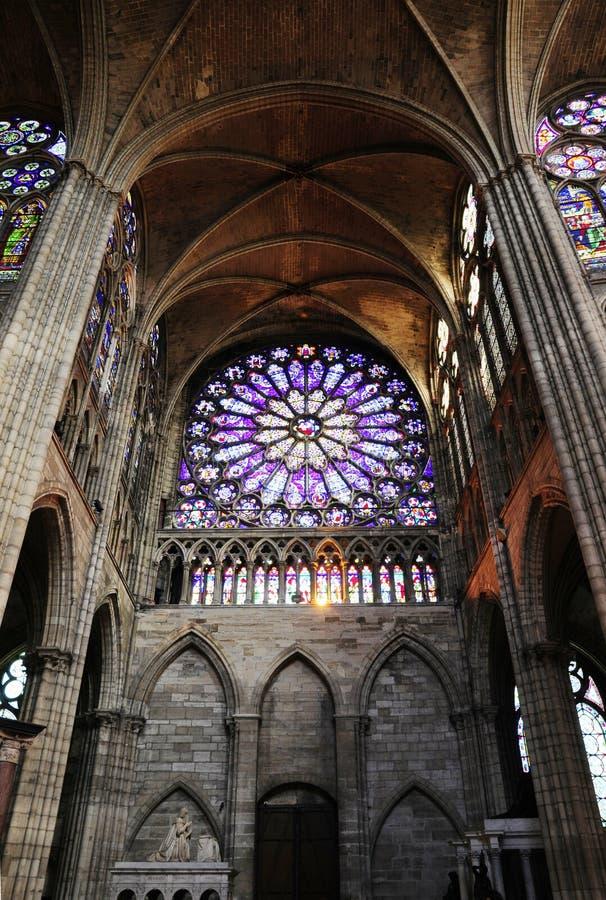 Innenraum der Kathedrale mit Oberlicht stockbilder