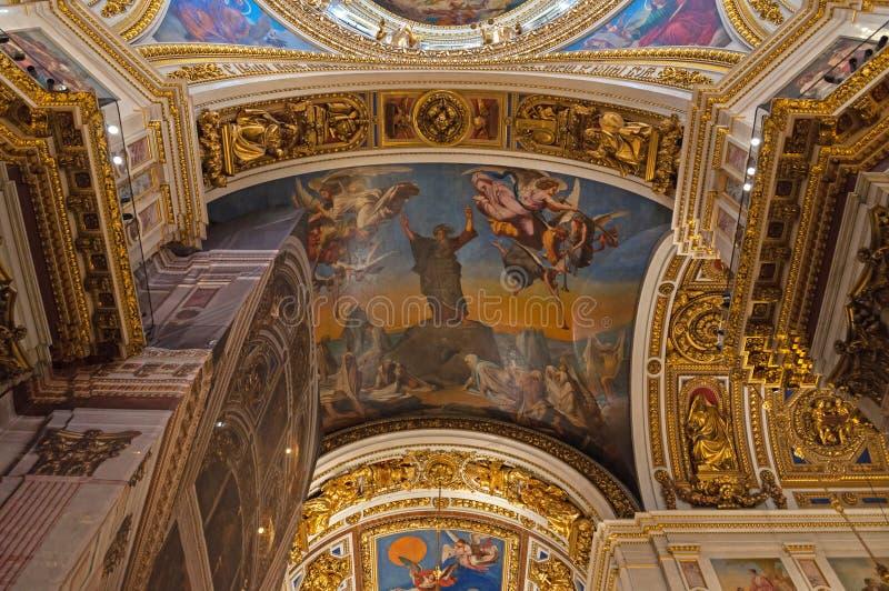 Innenraum der Kathedrale St. Isaacs, St Petersburg, Russland - Dekorationen und Bibelmalereien lizenzfreie stockfotos