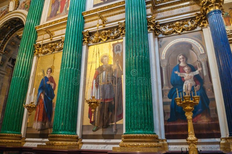 Innenraum der Kathedrale St. Isaacs, St Petersburg, Russland - Dekorationen und Bibelmalereien lizenzfreie stockfotografie