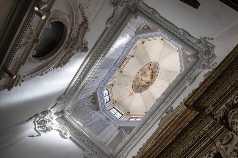 Innenraum der Kathedrale von Cuenca, Oberlicht des Kapitels Roo lizenzfreie stockfotografie