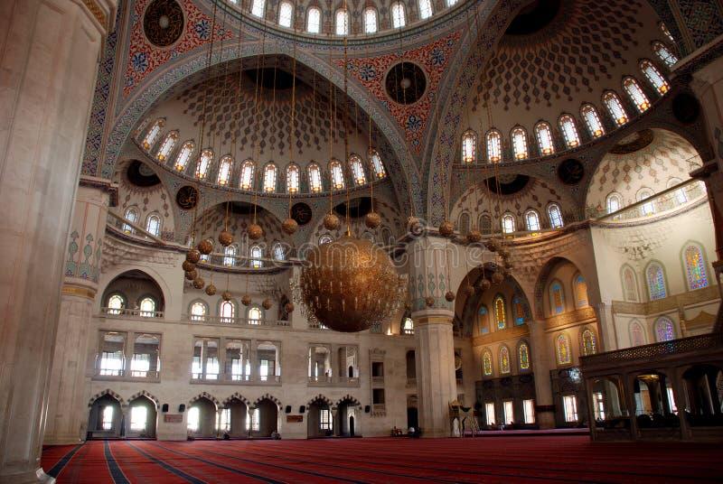 Innenraum der kocatepe Moschee lizenzfreie stockbilder