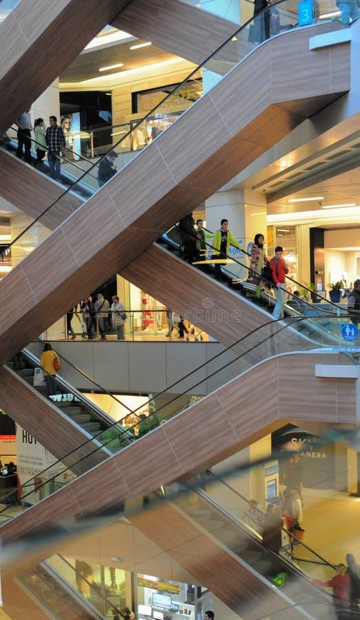 Innenraum der Mittelhandelsmitte Costanera lizenzfreie stockfotografie