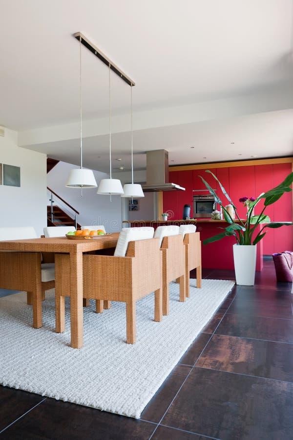 Innenraum der modernen Hausküche stockfoto