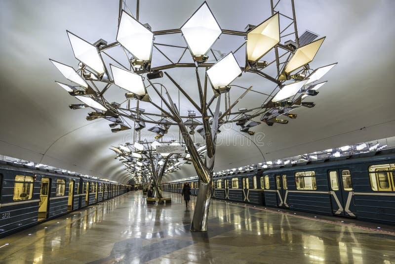 Innenraum der Moskau-Metrostation Troparevo, Moskau lizenzfreie stockfotos