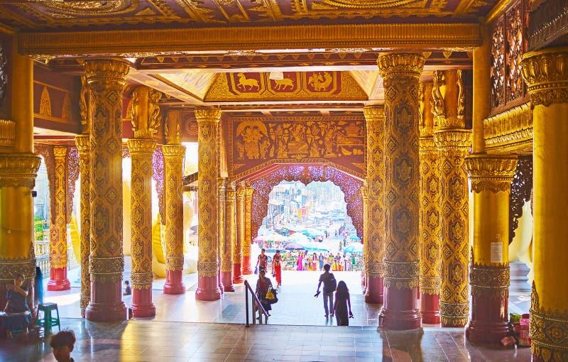 Innenraum der Osttorgalerie, Shwedagon-Pagode, Rangun, Myanmar stockbilder
