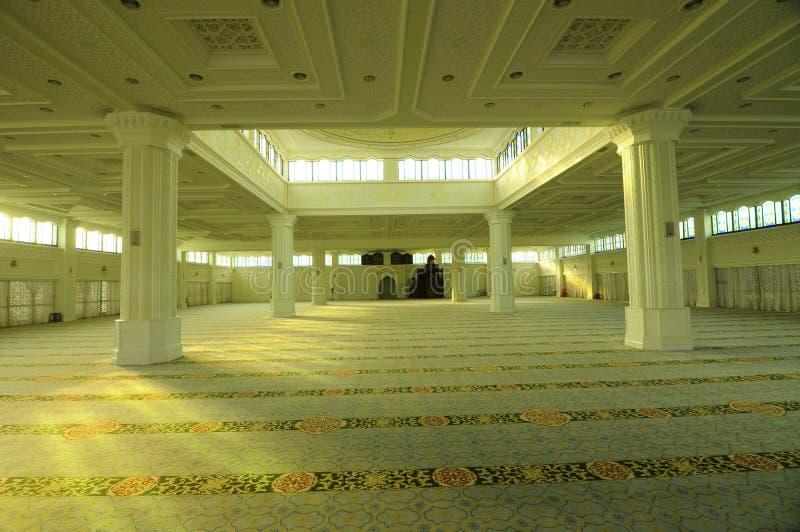 Innenraum der Perak-Staats-Moschee in Ipoh, Perak, Malaysia lizenzfreie stockfotos