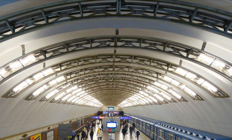 Innenraum der Sadovaya-Metrostation stockbild